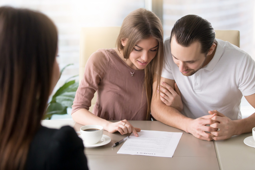 couple applying for mortgage